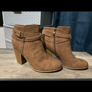 Limelight size 10 women's brown booties.